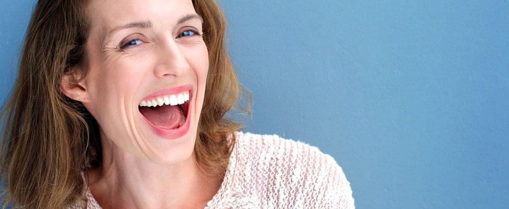 clinica dental en oviedo chica sonriendo