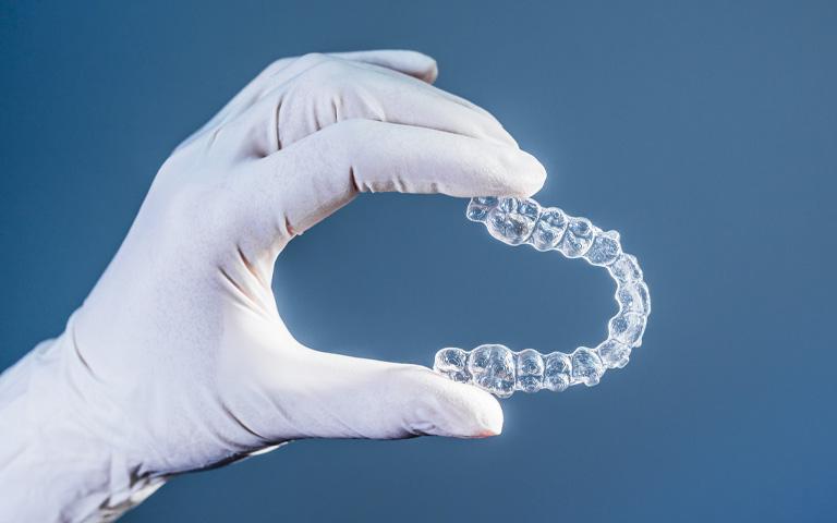 kit de ferulas invisalign en oviedo. Dentistas en Oviedo
