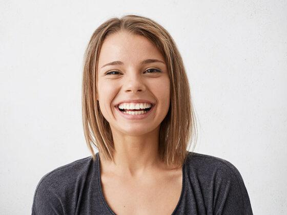 Clinica dental Naves Chica después de realizarse un Implante Dental con proceso de osteointegración